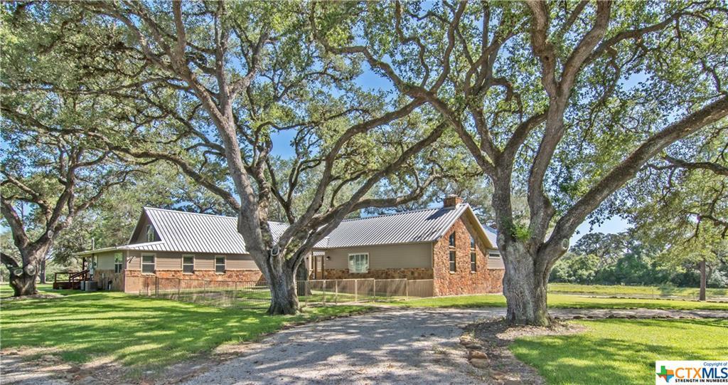 1165 Benbow Road Property Photo - Inez, TX real estate listing