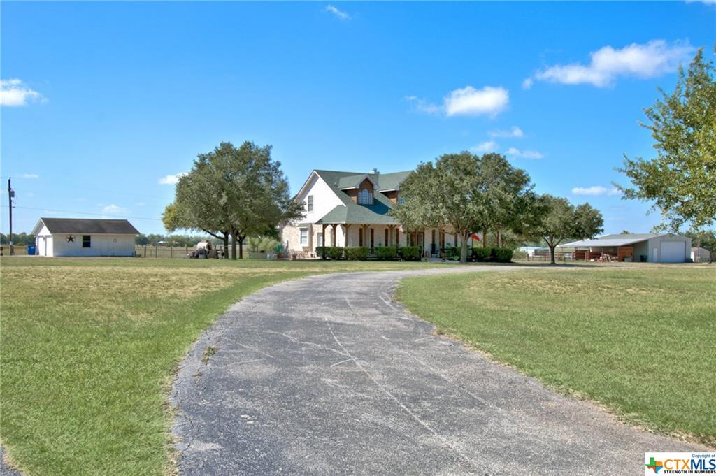 1537 Zuehl Crossing Property Photo - La Vernia, TX real estate listing