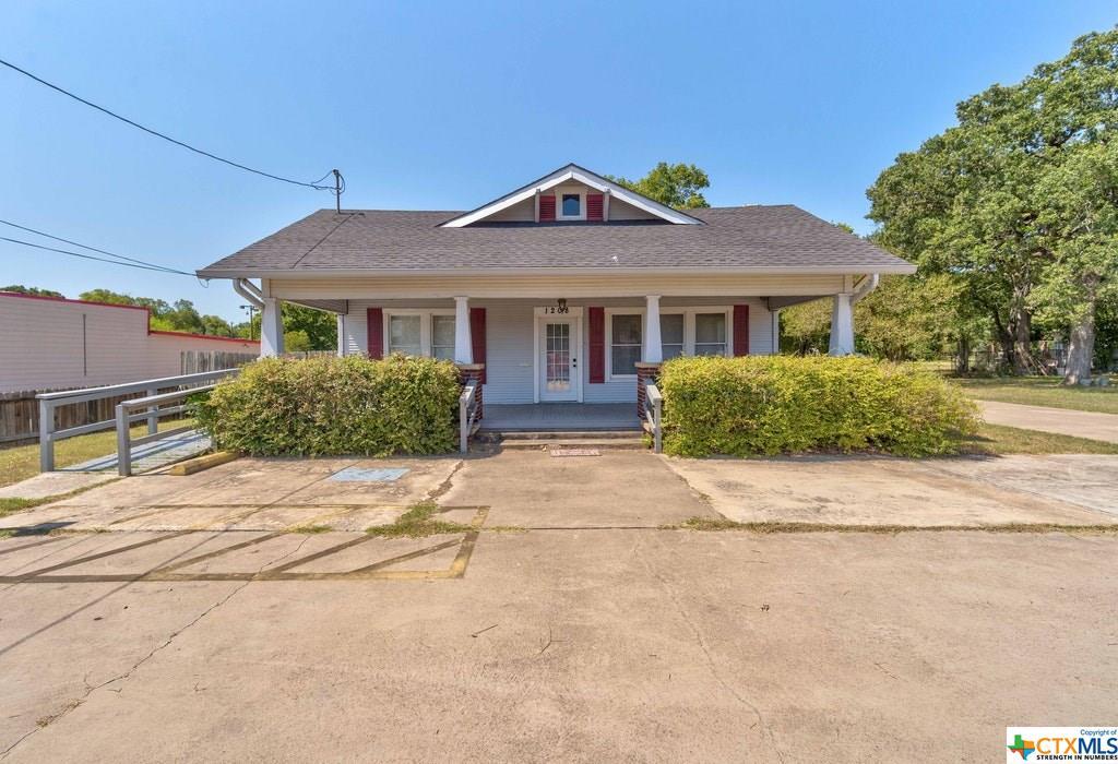 1208 E Pierce Street Property Photo 1