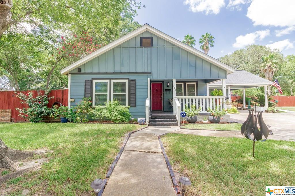 604 W Brackenridge Street Property Photo - Edna, TX real estate listing