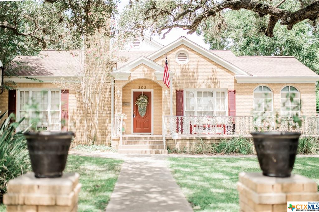 302 S 3rd Property Photo - Cuero, TX real estate listing