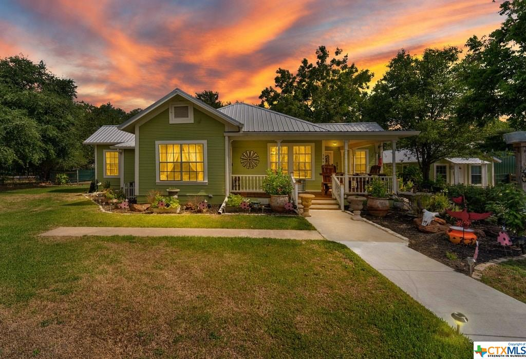 584 W Austin Street Property Photo - Luling, TX real estate listing