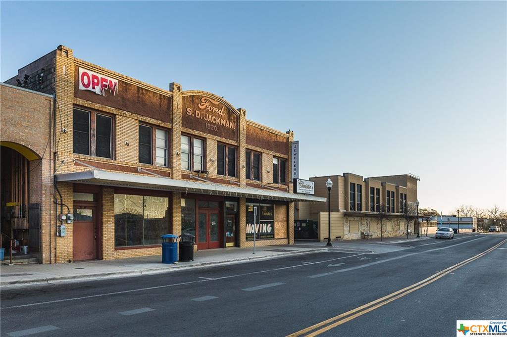 211 Hutchison Property Photo