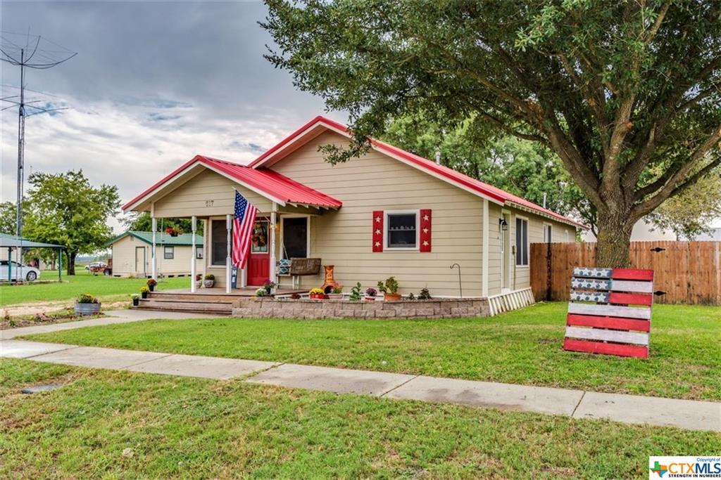 517 E Clark Street Property Photo - Bartlett, TX real estate listing