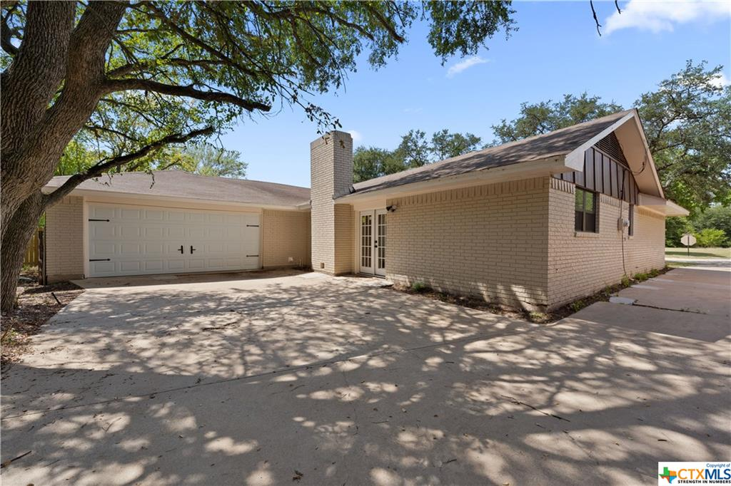 222 Lawndale Drive Property Photo - Marlin, TX real estate listing