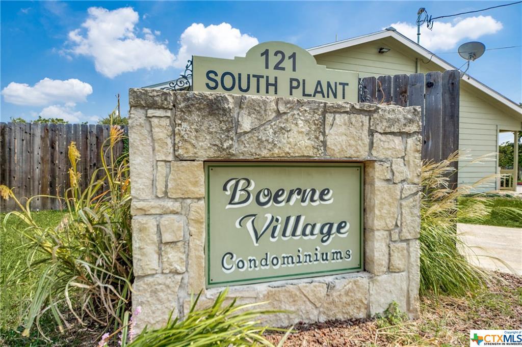 121 S Plant Avenue #302 Property Photo