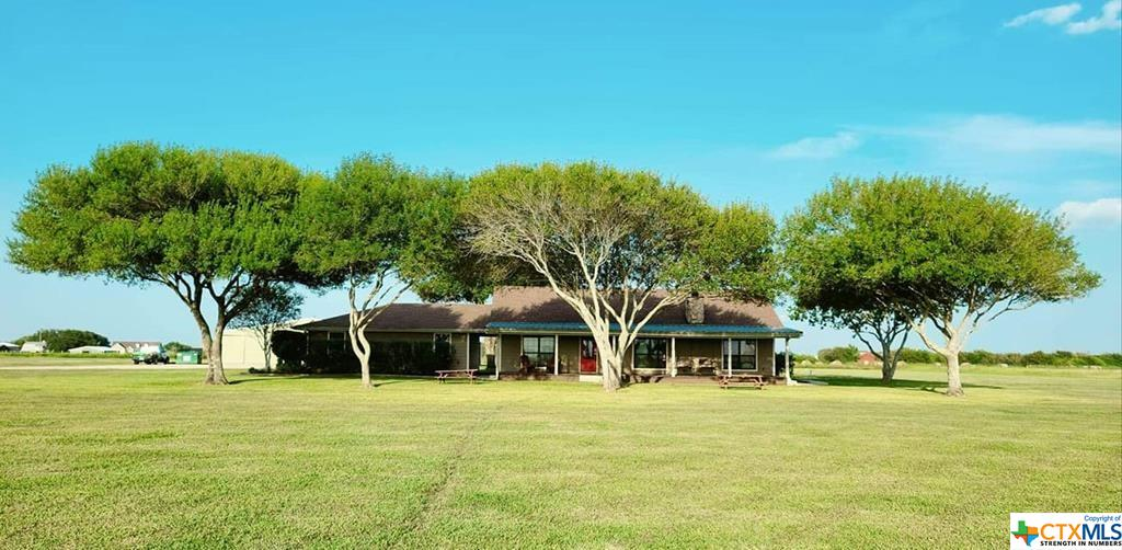 225 N Seakist Lane Property Photo - Port Lavaca, TX real estate listing