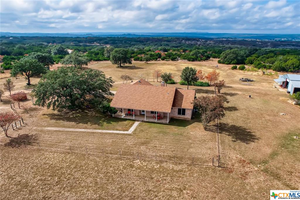 312 Lost Oak Trail Property Photo - Johnson City, TX real estate listing