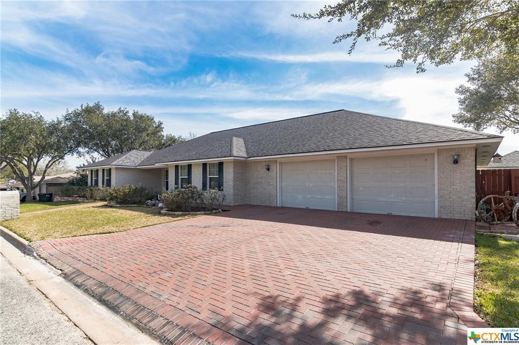 110 Suffolk Street Property Photo - Hallettsville, TX real estate listing