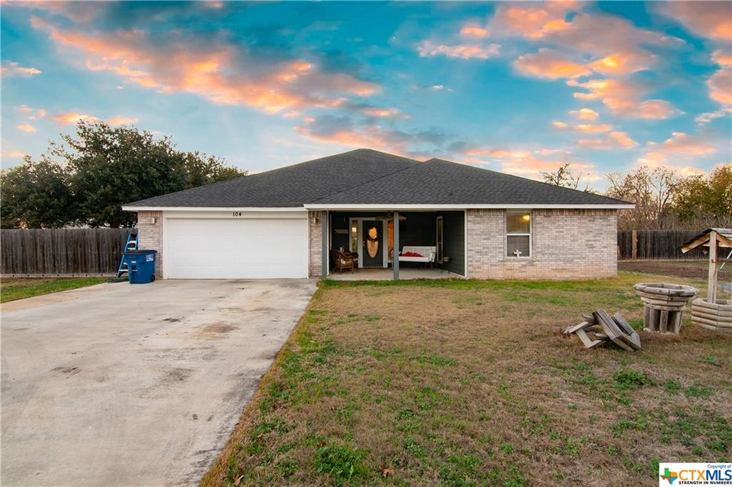 104 Woodlake Drive Property Photo - McQueeney, TX real estate listing