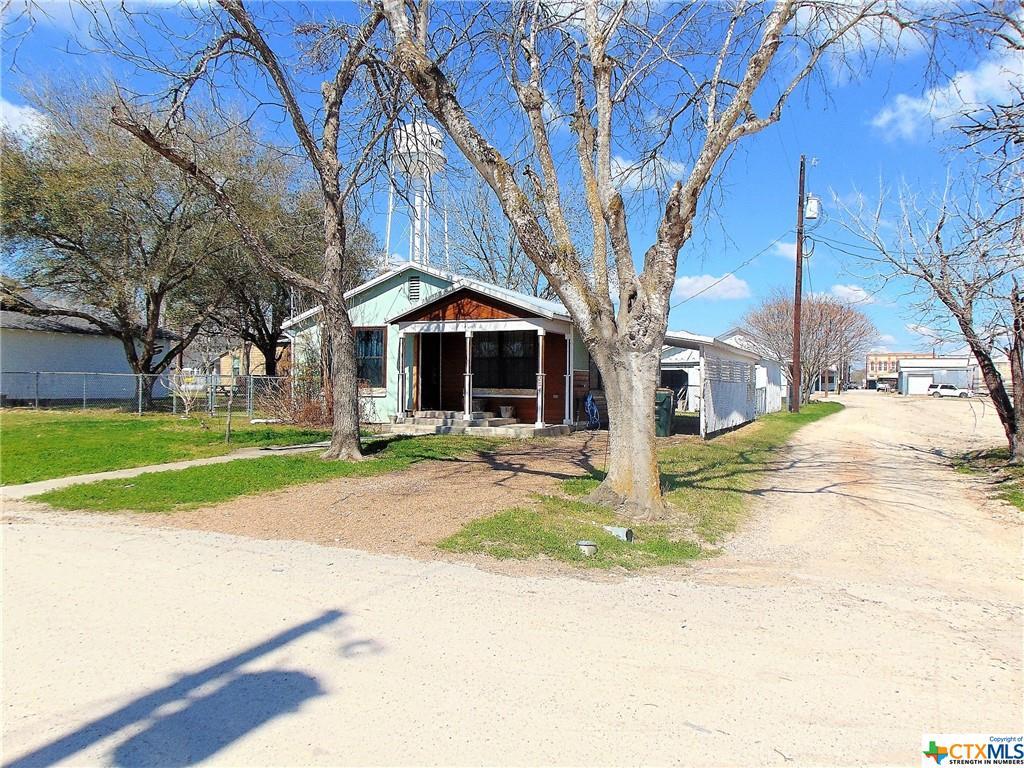 204 W Elm Property Photo - Moulton, TX real estate listing