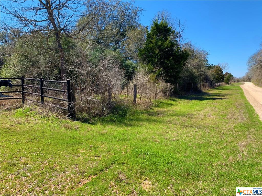 2227 County Road 402 Property Photo - Flatonia, TX real estate listing