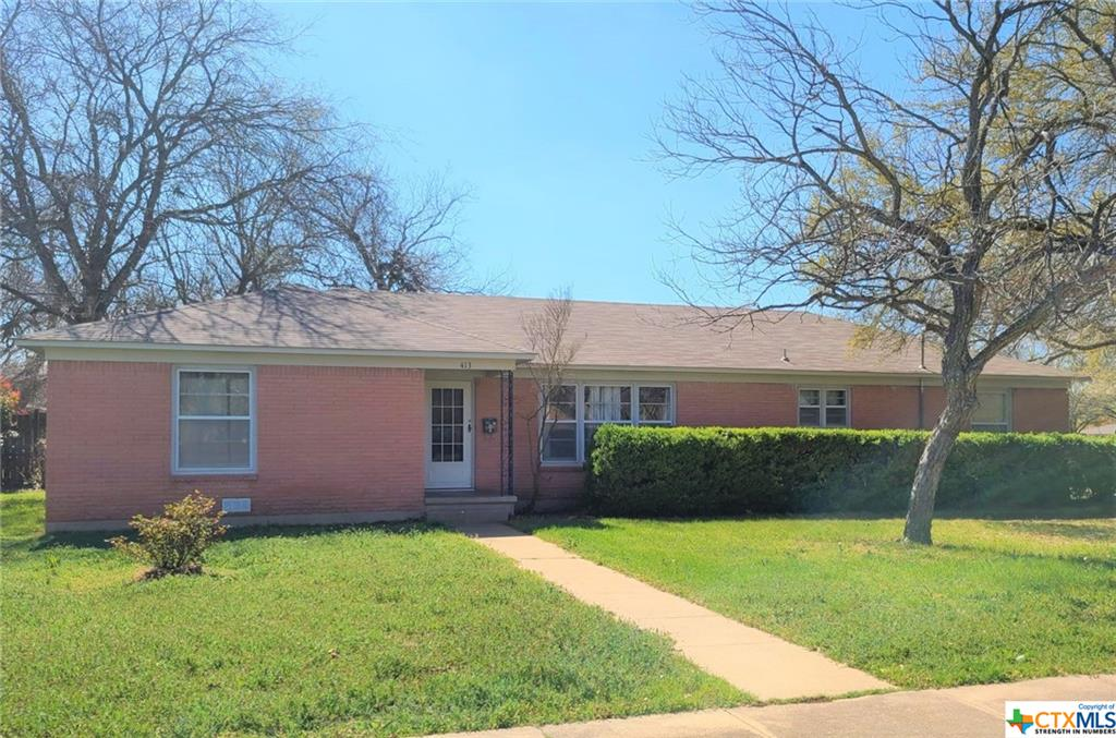 413 S Tyler Street Property Photo - McGregor, TX real estate listing