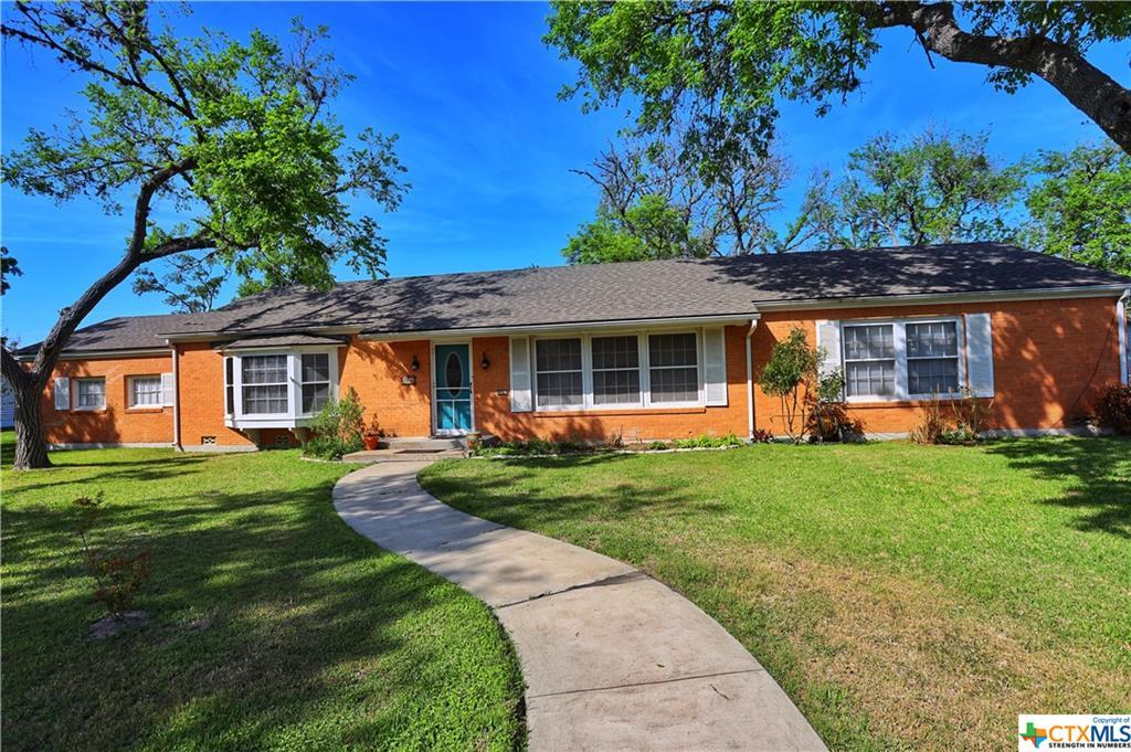 208 W Clayton Street Property Photo - Cuero, TX real estate listing