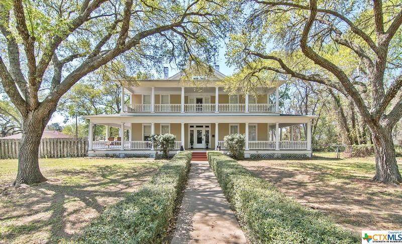 711 Hanover Street Property Photo - Edna, TX real estate listing
