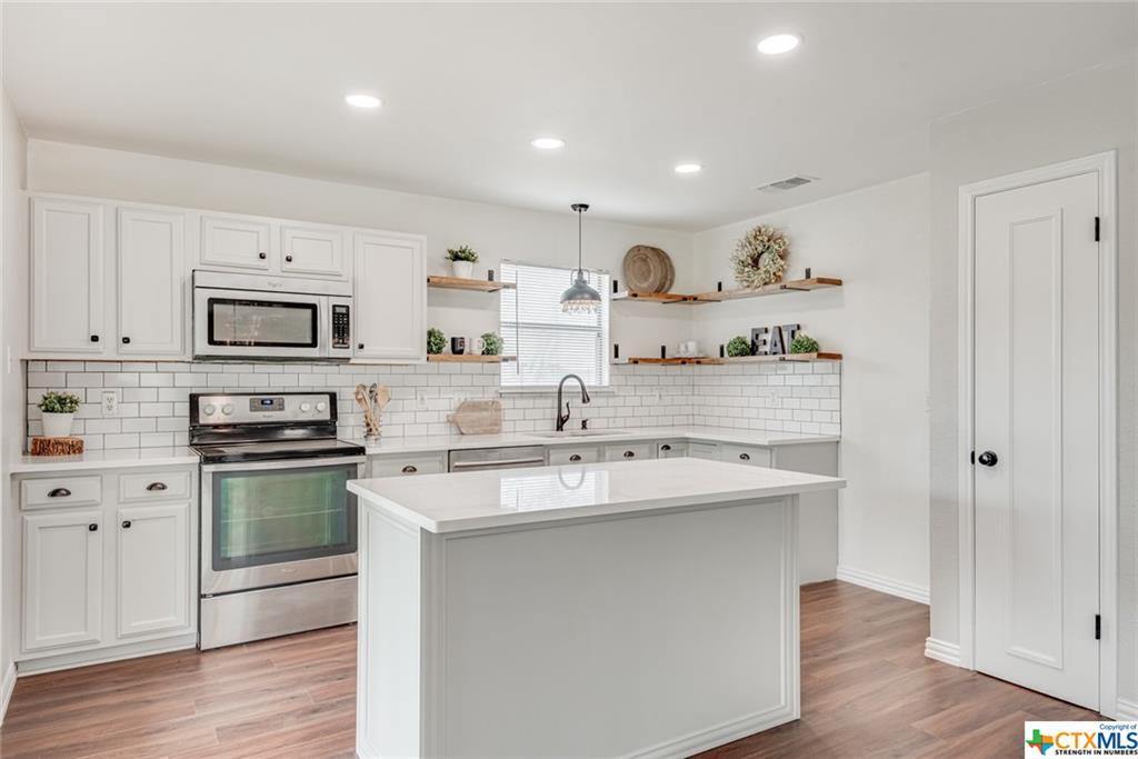 7800 Bovis Court Property Photo - Live Oak, TX real estate listing