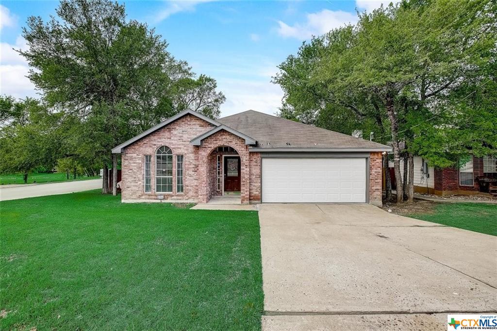 102 Shadow Wood Trail Property Photo - Cedar Creek, TX real estate listing