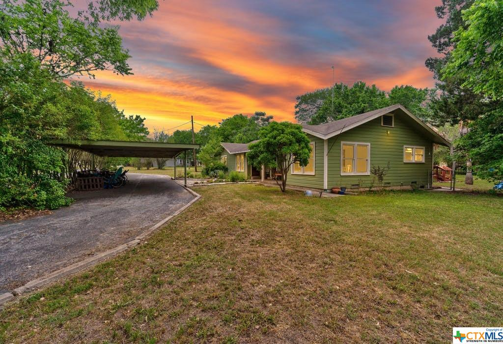 901 S Pecan Avenue Property Photo - Luling, TX real estate listing