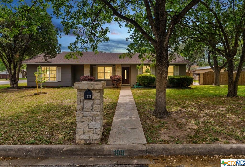 109 Plum Street Property Photo - Luling, TX real estate listing