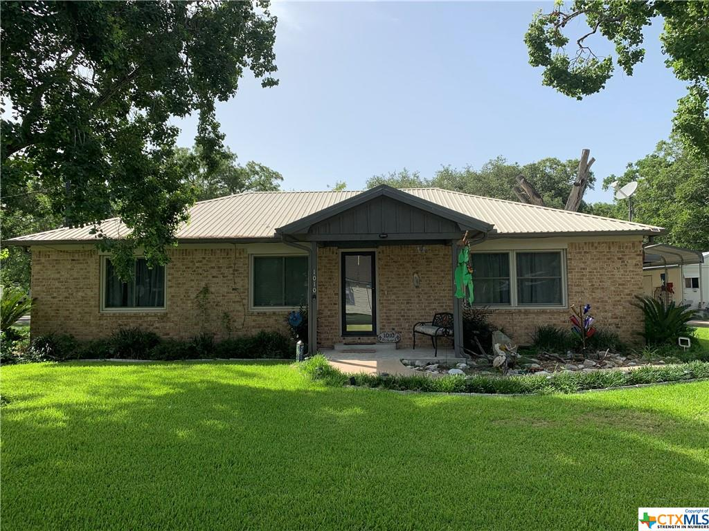 1010 2nd Property Photo - Louise, TX real estate listing