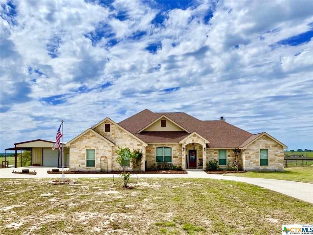 196 Triple Bend Drive Property Photo - La Vernia, TX real estate listing