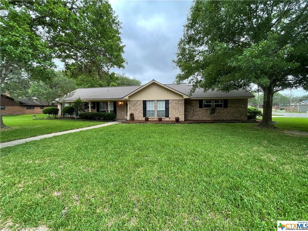 1201 E Morgan Avenue Property Photo - Cuero, TX real estate listing
