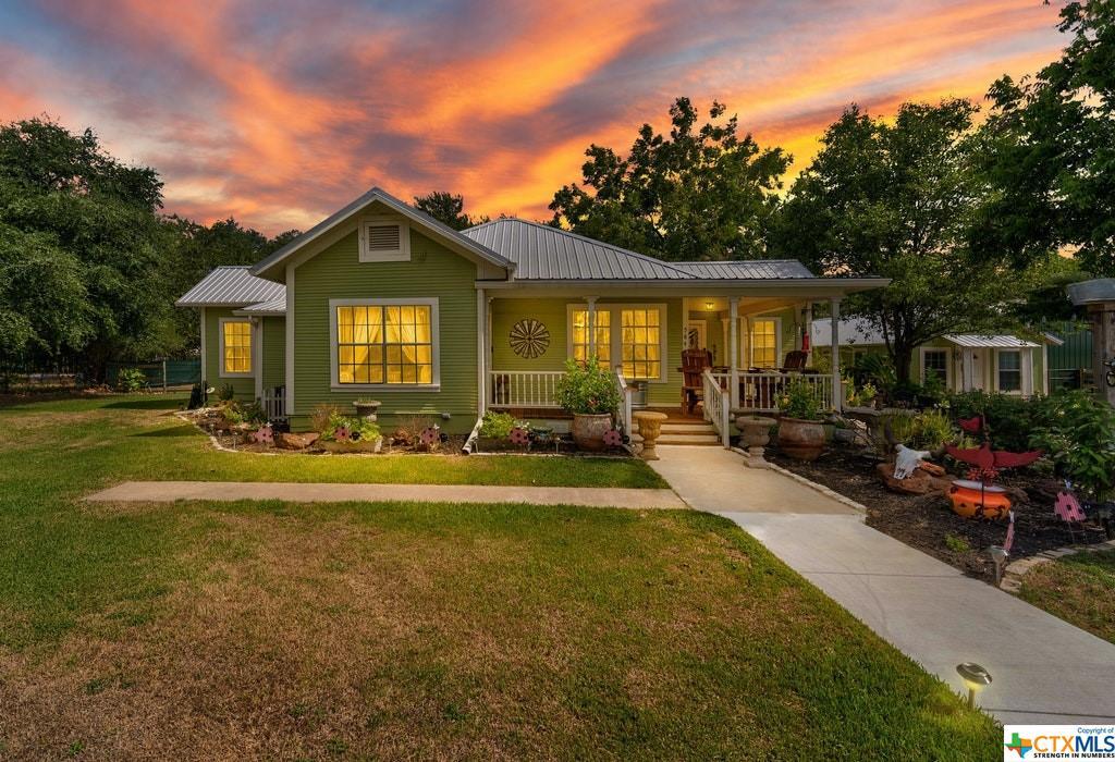 584 W Austin Street Property Photo 1
