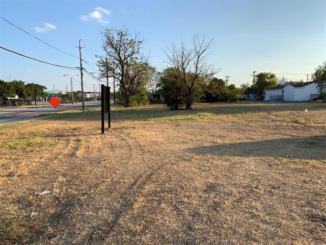 3125 N Westmoreland Property Photo
