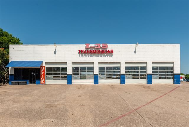 1462 N Interstate 35 Property Photo