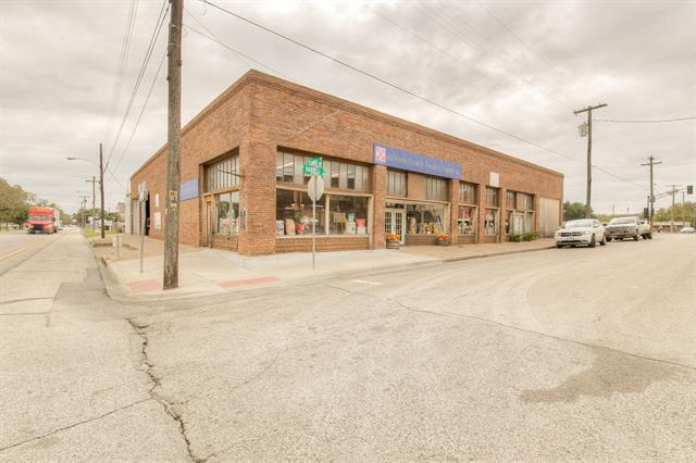 302 S Caddo Street Property Photo 1
