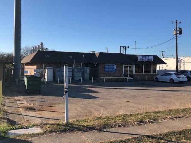 6105 S R L Thornton Property Photo
