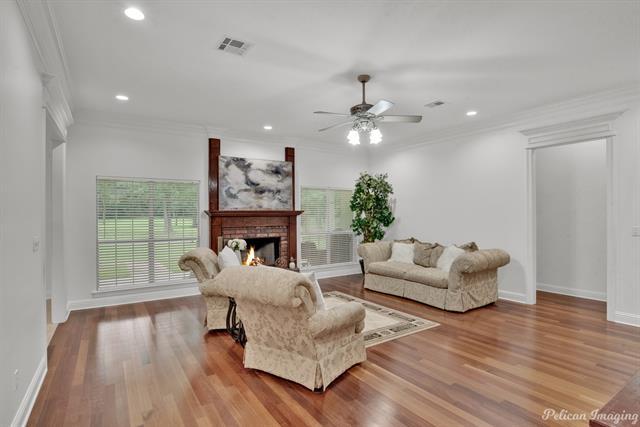5585 Woodhaven Drive Property Photo 7