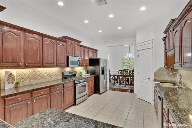 5585 Woodhaven Drive Property Photo 9
