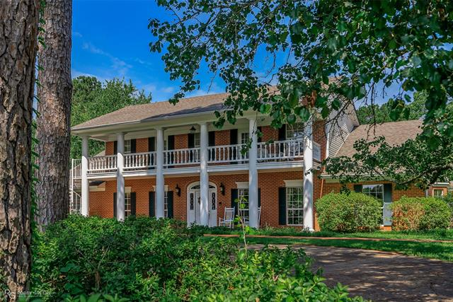 209 N Hills Drive Property Photo 1