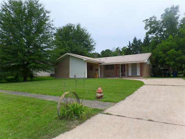 312 Gilbert Drive Property Photo 1