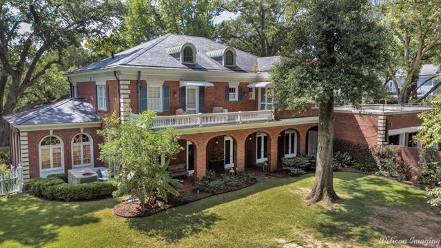 2525 Fairfield Avenue Property Photo 2