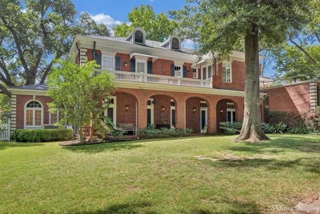2525 Fairfield Avenue Property Photo 3