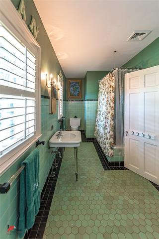 2525 Fairfield Avenue Property Photo 27