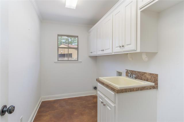 9400 Montwood Circle Property Photo 18