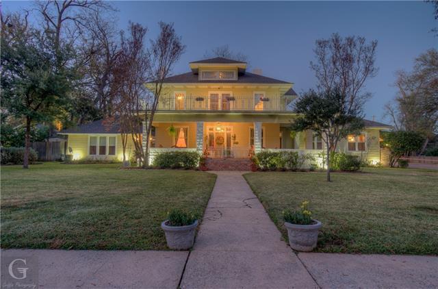 902 Robinson Place Property Photo 1