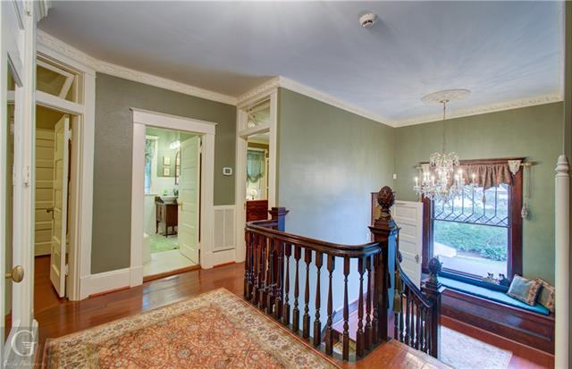 902 Robinson Place Property Photo 24