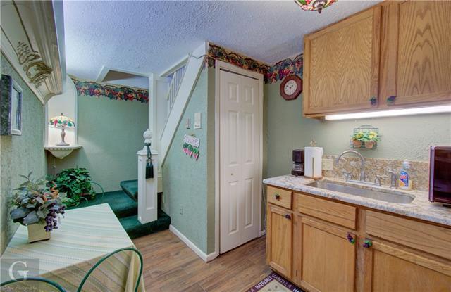 902 Robinson Place Property Photo 33