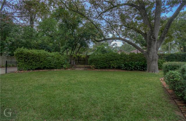 902 Robinson Place Property Photo 38