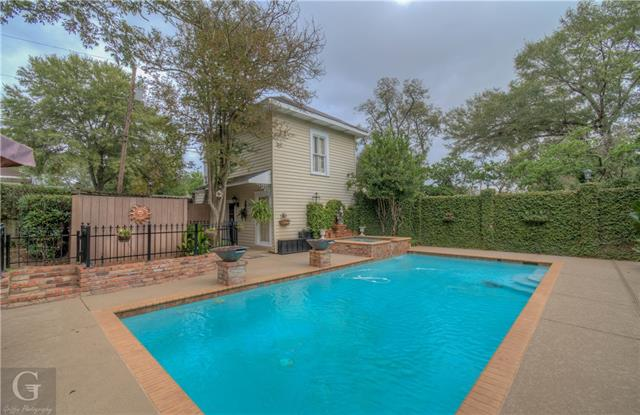 902 Robinson Place Property Photo 40