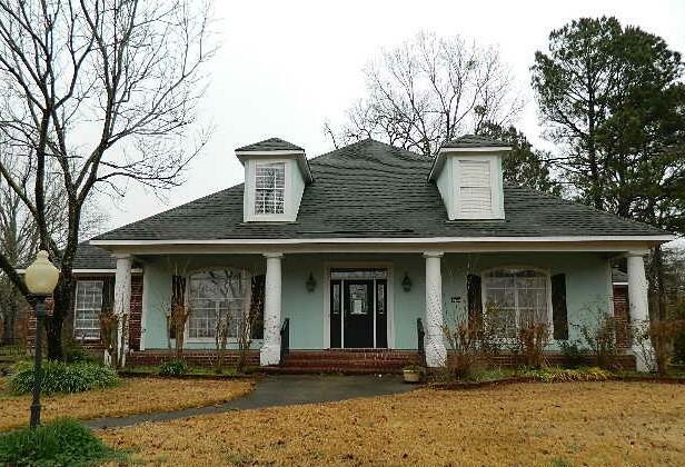 320 Gramercy Property Photo