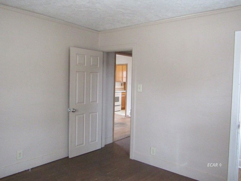 549 4th Street Property Photo 4