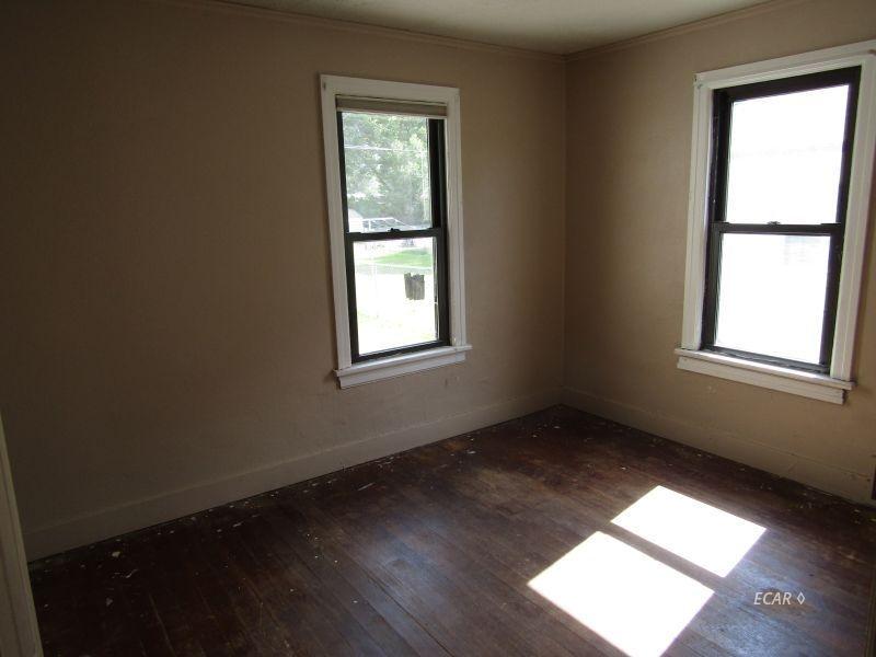 549 4th Street Property Photo 5