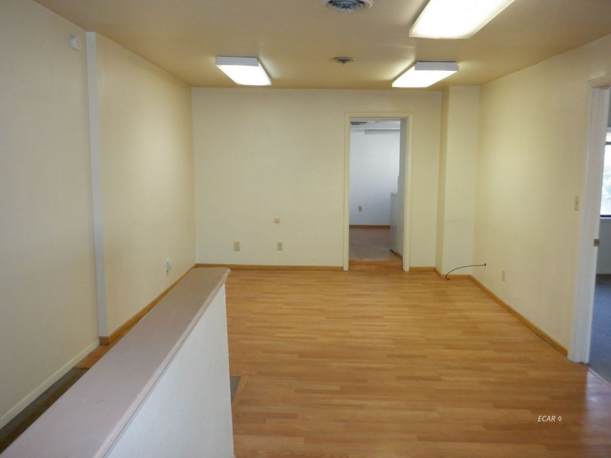 524-528 Commercial Street Property Photo 24