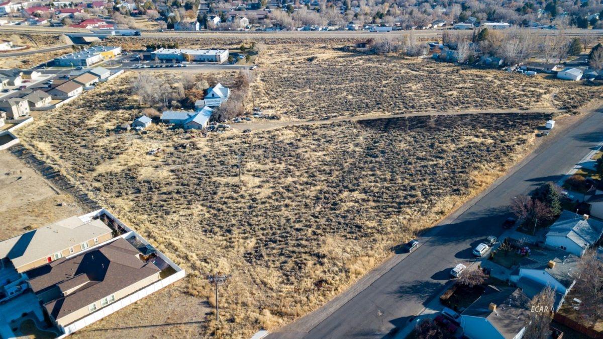 640 Spruce Road Property Photo 5