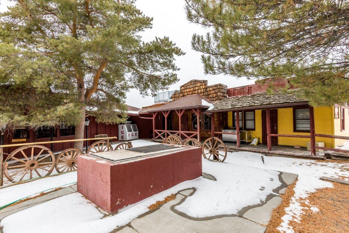 441 Spring Creek Parkway Property Photo 2